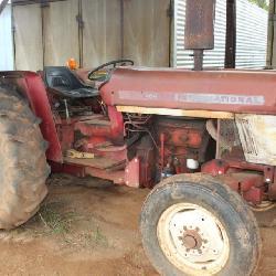 464 International Tractor