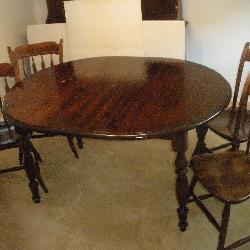 Pine Dining Room Table w/Leaf and 4 Chairs
