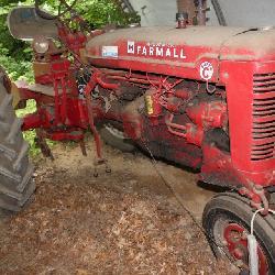 IH Farmall Super C tarctor - Narrow Front