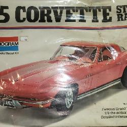 Monogram 1965 Corvette Sting Ray 1/8 Model