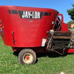 Jay-Lor Model 5350 Round Bale Mixer
