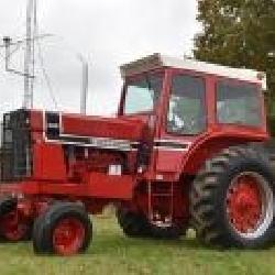 International 966 Cab Tractor