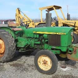 John Deere 820 Wheel Tractor