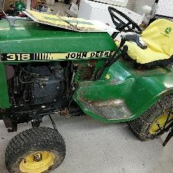 John Deere lawn and garden tractor 318 w/manual