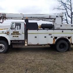 International 4800 4x4 pole truck