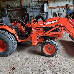 Kubota B7800 Tractor with Front Loader