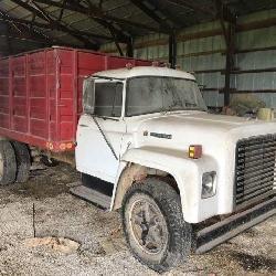 IH Load Star 1600 Farm Truck