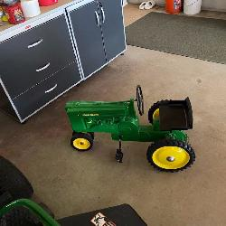JD Pedal Tractor Sept 19 St.Louis Auctions Woodruff WI
