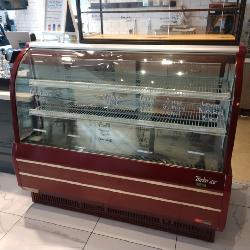 Turbo Air Refrigerated Radius Glass Display