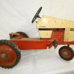 CASE AGRI KING 1070 PEDAL TRACTOR