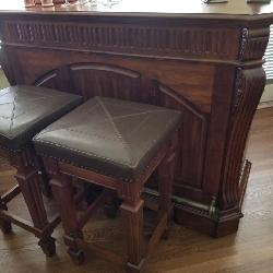 Bar with 2 matching stools