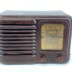 Vintage Sentinel Bakelite Tube Radio