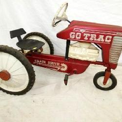 190'S GO TRAC PEDAL TRACTOR