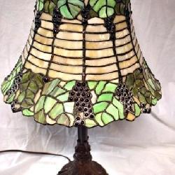 UNUSUAL SLAG GLASS TABLE LAMP