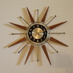 MID CENTURY SUNBURST CLOCK