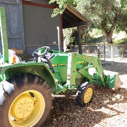 John Deere Model 870 Tractor with 420 Loader