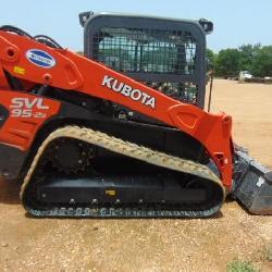 KUBOTA SVL 95.25 SKID STEER W/BUCKET-CAB-AIR under 100 hrs